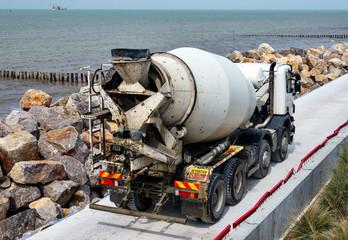 camion toupie sur le chantier