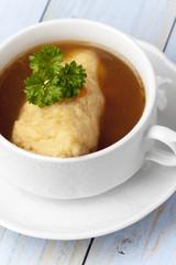 Bayerische Griesnockerl Suppe