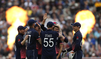 England's Mark Wood celebrates the wicket of Australia's Steve Smith with teammates