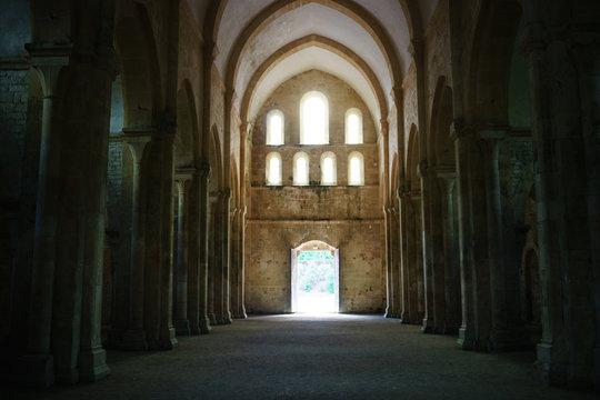 F, Burgund, Zisterzienserabtei Fontenay, Innenraum der Klosterkirche