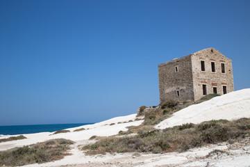 Vecchia casa sulla costa; Old stone house on the coast