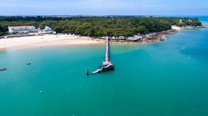 Vue aérienne du ponton de la plage des Dames sur l'île de Noirmoutier, Vendée, France