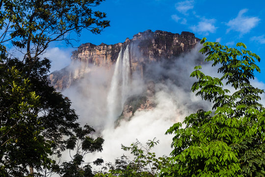 Angel Falls (Salto Angel), world's highest waterfall (978 m), Venezuela
