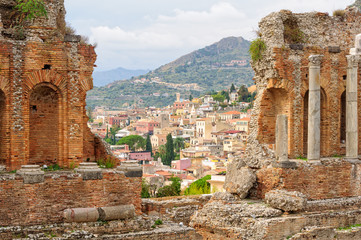 Old town as seen from the stands of Teatro Greco - Taormina, Sicily, Italy Fototapete