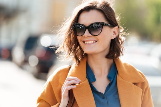 Close up portrait of a smiling young woman in sunglasses