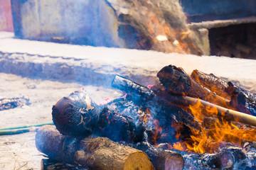 öffentliche Leichen-Verbrennungsstätte in Indien
