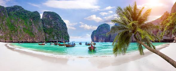 Fototapeta Panorama of Long boat and blue water at Maya bay in Phi Phi Island, Krabi Thailand.