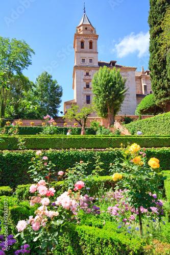 lalhambra de grenade les jardins du partal au pied de lglise - Jardin De L Alhambra