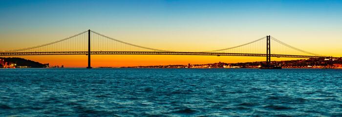 Most 25 kwietnia w lizbonie panorama