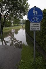 Hochwasser auf dem Radweg