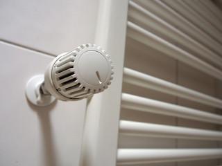 Heizung, Strukturheizkörper, Handtuchhalter mit Thermostat