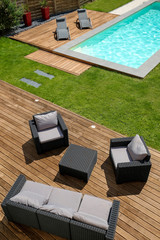 piscine terrasse en bois exotique et mobilier de jardin