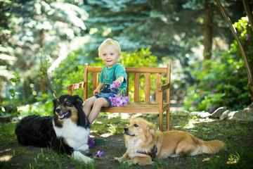 Kind mit seinen Freunden