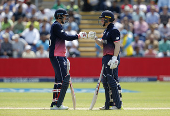 England's Joe Root touches gloves with Eoin Morgan