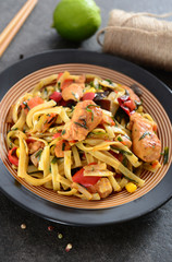 Noodles with chicken and vegetabels