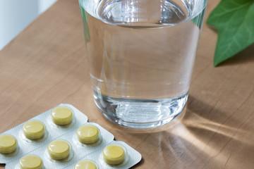 薬と水の風邪のイメージ