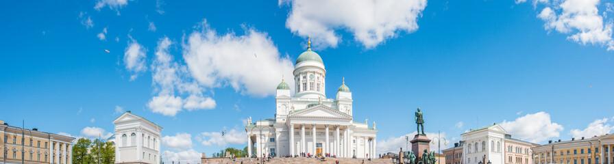Dom von Helsinki (Helsingin tuomiokirkko / Suurkirkko) und Alexander II Denkmal  Uusimaa Finnland Fototapete