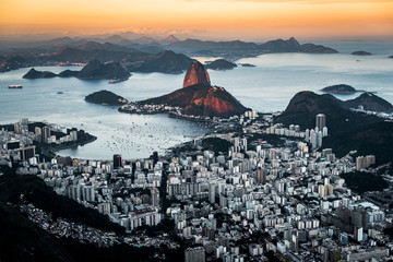Fototapete - Beautiful View of Rio de Janeiro by Sunset With the Sunlight Still Falling on the Sugarloaf Mountain