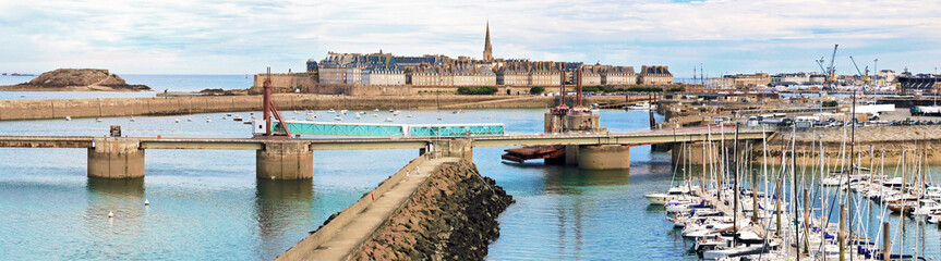 Panorama du port de Saint-Malo