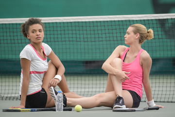 tennis players streching muscles