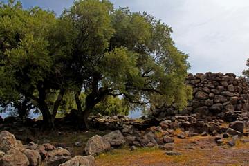 il nuraghe maggiore del sito di Nuraghe Mannu presso Cala Gonone (Nuoro, Sardegna)