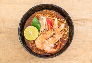 Spicy instant noodles soup with shrimp