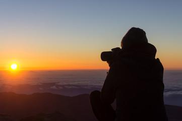 Photographe au lever du soleil