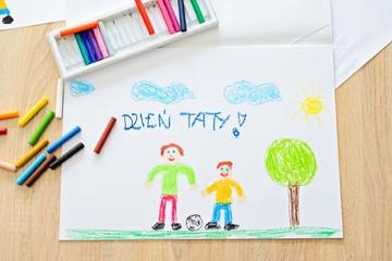 Kartka na Dzień Ojca, obrazek namalowany pastelami z napisem Dzień Taty