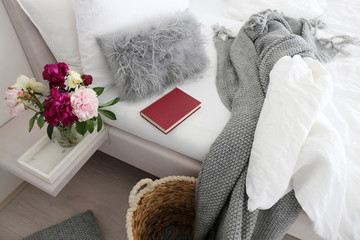 Red book / Reading in cosy bed