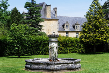 Spoed Fotobehang Fontaine Fontaine et château
