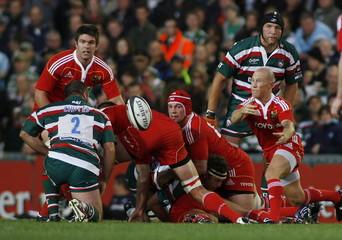 Munsters' Peter Stringer (R) in action