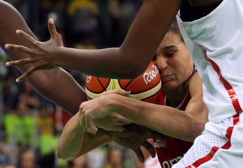 Basketball - Women's Preliminary Round Group B Senegal v Serbia