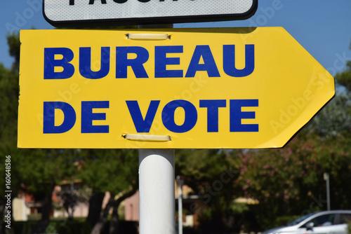 Panneau Bureau De Vote Stock Photo And Royalty Free Images