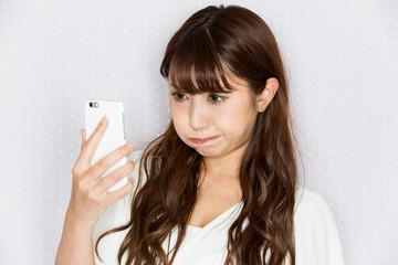 スマートフォン・怒る女性