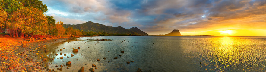 Fototapete - Amazing view of Le Morne Brabant at sunset. Mauritius. Panorama