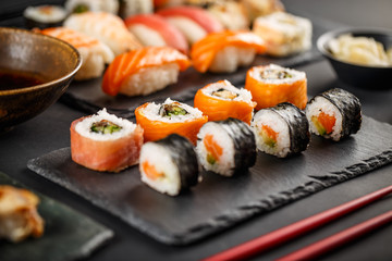 Photo sur cadre textile Sushi bar Delicious sushi rolls