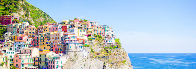 Panoramaof amazing view of the beautiful and cozy village of Manarola in the Cinque Terre Reserve. Liguria region of Italy. 壁紙(ウォールミューラル)