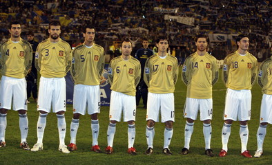 Spain lineup during the national anthem