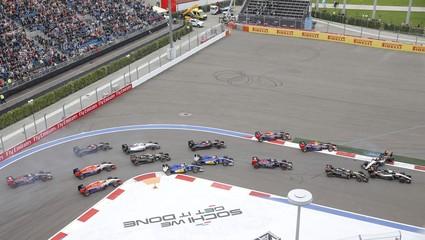 Red Bull's Kvyat Lotus' Grosjean and Force India's Hulkenberg and Perez crash during start of Russian F1 Grand Prix in Sochi
