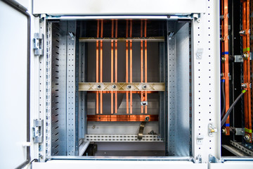 Low-voltage cabinet for power and distribution electricity