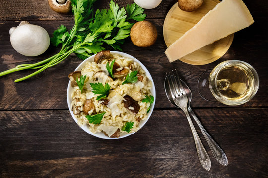 Overhead photo of mushroom risotto with ingredients and copyspac