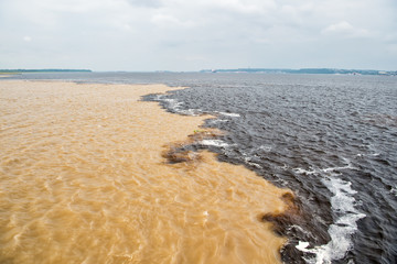 Foto op Aluminium Rivier water meeting in brazil -amazon river with rio del negro