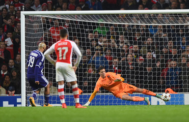 Arsenal v RSC Anderlecht - UEFA Champions League Group Stage Matchday Four Group D