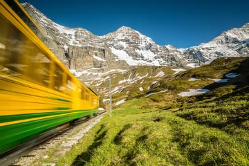 En direction de la gare de Kleine Scheidegg