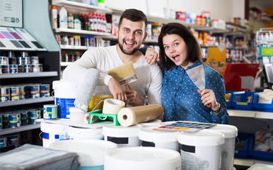 Couple buying tools for house decoration