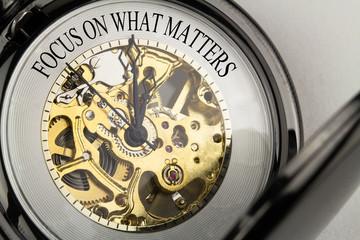Focus on what Matters auf Taschenuhr