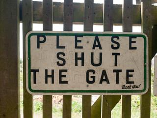 garden sign shut the gate