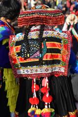 Péruvienne en costume de fête plaza de Armas à Cusco au Pérou