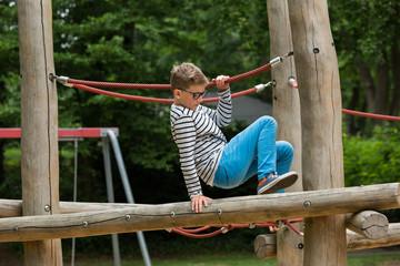 Klettergerüst Mit Netz : Klettergerüst din en «netz kletterwand reckstange holz