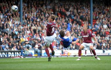 Blackburn Rovers' David Dunn tries a scissor kick at goal